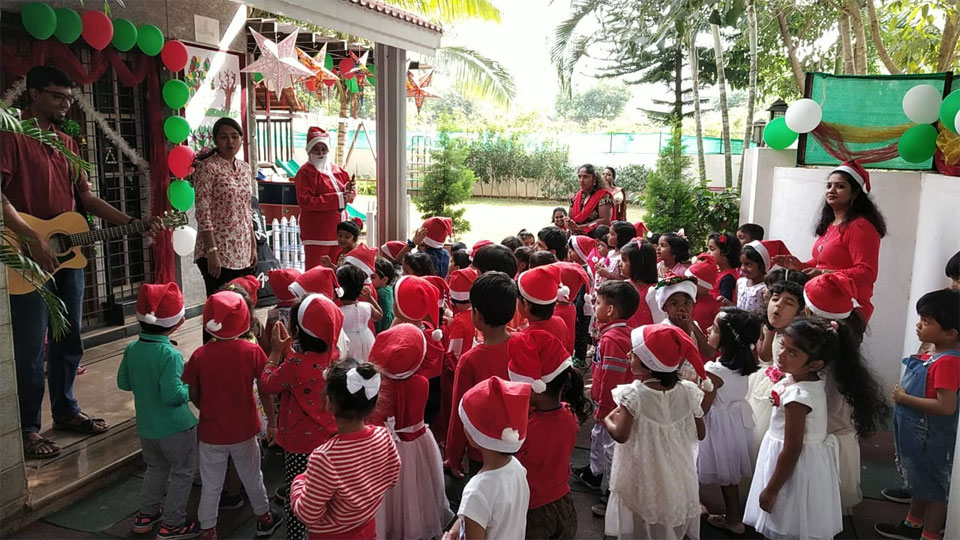 Christmas-Celebrations-Little-Red-Hen-Preschool-Kothanur-1