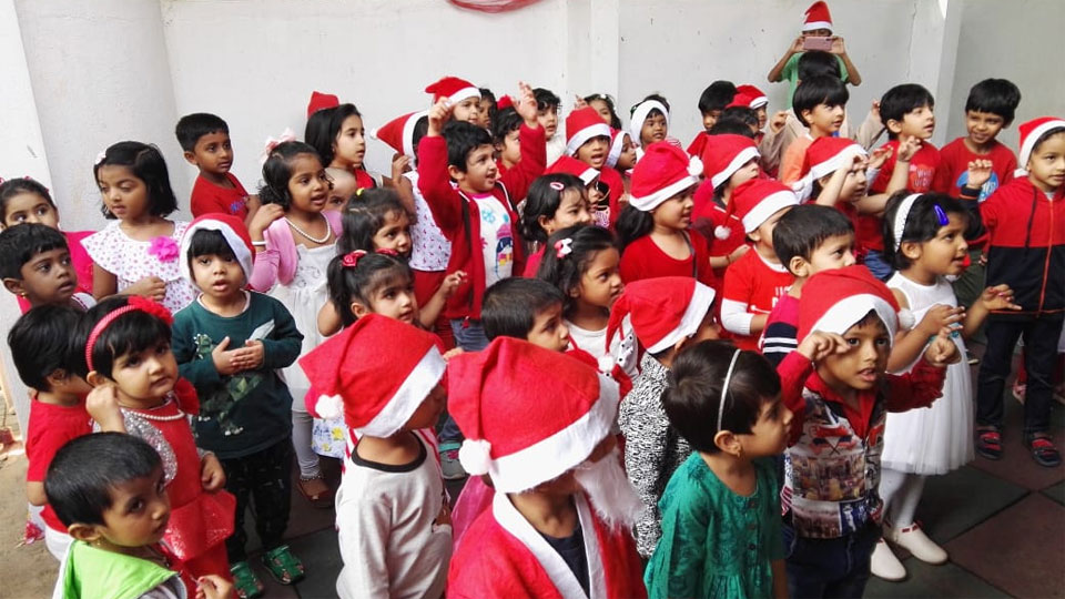 Christmas-Celebrations-Little-Red-Hen-Preschool-Kothanur-4