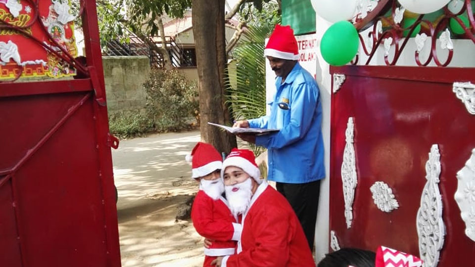 Christmas-Celebrations-Little-Red-Hen-Preschool-Kothanur-6